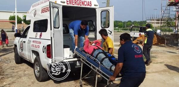 Obrero sufre severa caída desde andamio en Oluta