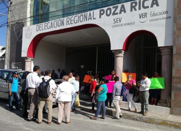 Denuncian a delegada de la SEV en Poza Rica por falsificar firmas