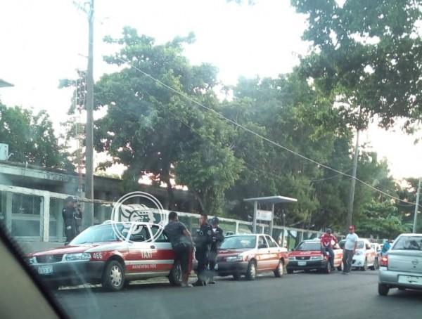 Taxistas de Nanchital acusan arbitrariedad de policías