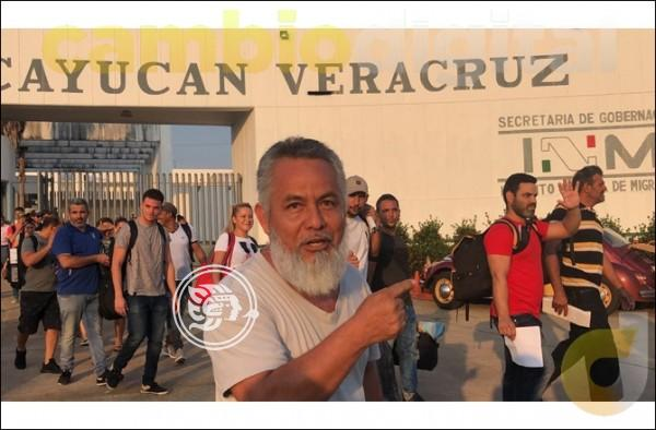 Cubanos llenan Telecomm para cobrar apoyo mexicano