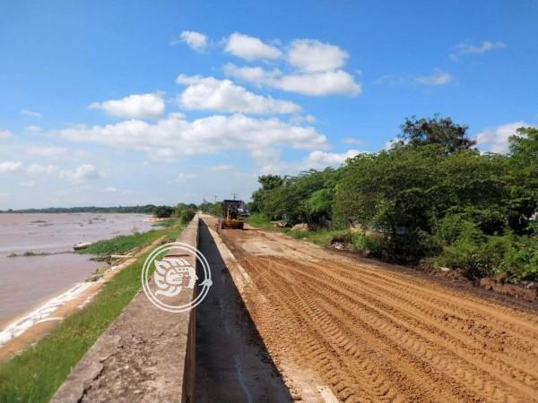 Obras Públicas da mantenimiento en accesos a Minatitlán