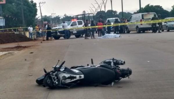Fallece motociclista tras brutal choque contra camión