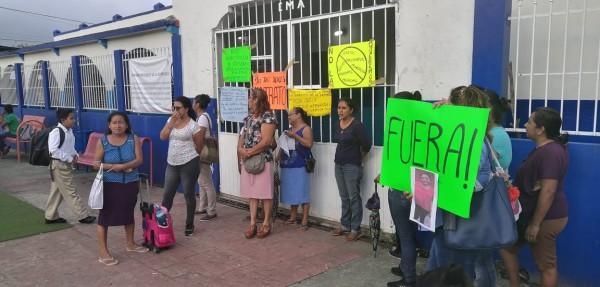 Toman padres de familia escuela primaria en Oluta