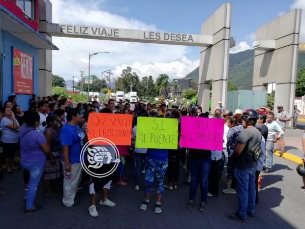Bloquean accesos en Ixtac; acusan falta de diálogo
