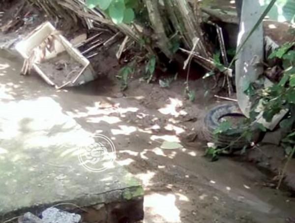 Pese a riesgo, vecina de Nuevo Teapa no abandona su casa