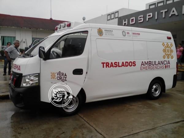 Llega ambulancia y medicamentos al Hospital de Cosoleacaque