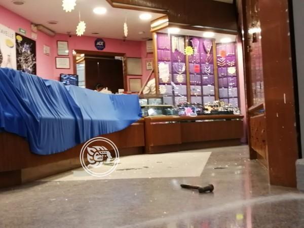 Violento asalto a joyería en plaza de Coatzacoalcos