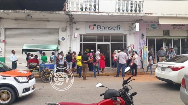 Roban apoyos federales a dos vecinas de Acayucan