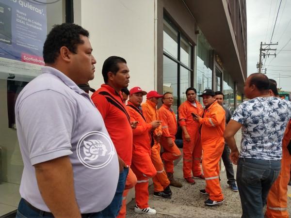 Tras quejas, empresa petrolera arremete contra empleados de Poza Rica