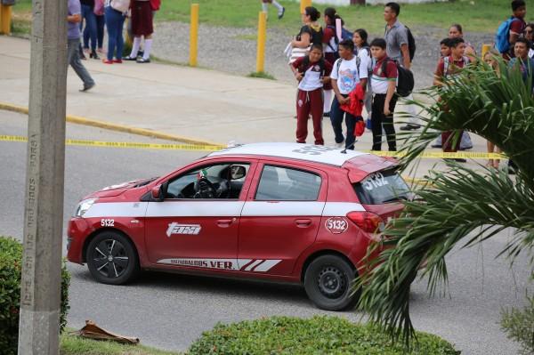 Atacan a balazos a taxista frente a secundaria de Coatzacoalcos