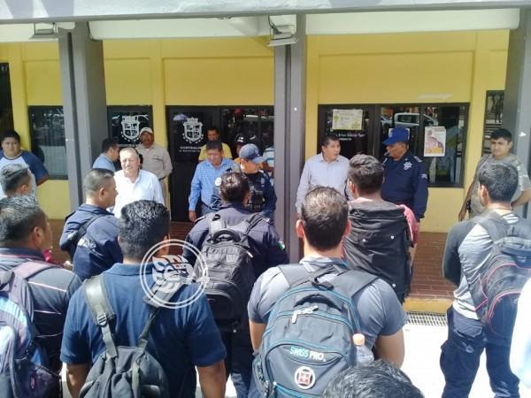 Vuelven policías municipales de Ixhuatlán, esperan resultados de evaluación