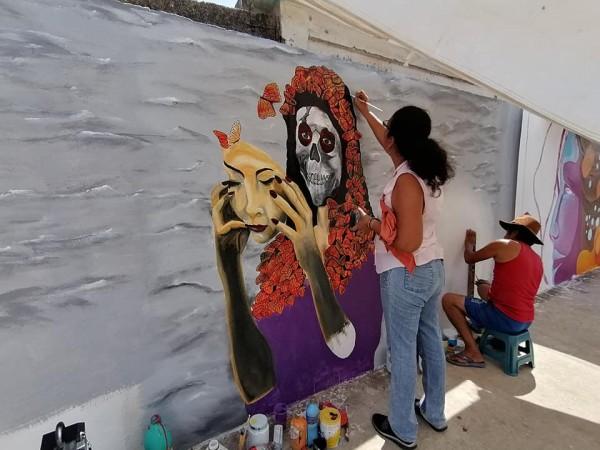 Artistas choapenses plasman murales en el panteón central