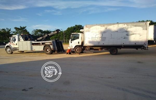 Recuperan camión robado en San Juan Evangelista
