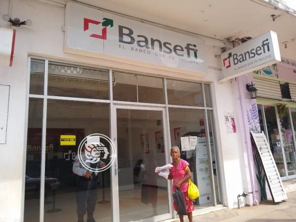 Molestias por fallas de Bansefi en Acayucan