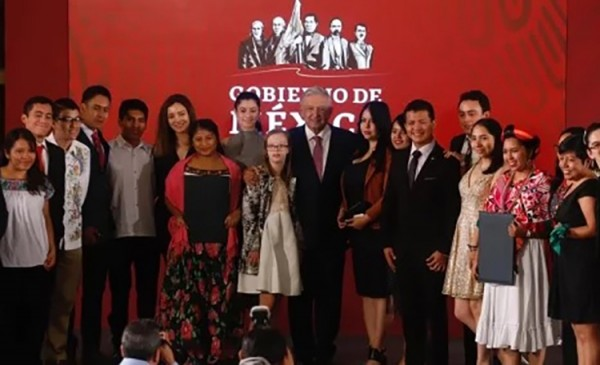 Bibi recibe Premio Nacional de la Juventud 2019