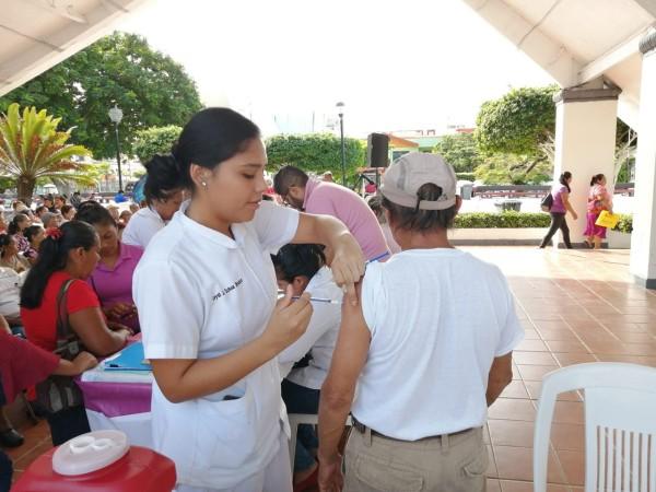 ISSSTE instala módulo de atención en parque de Coatzacoalcos