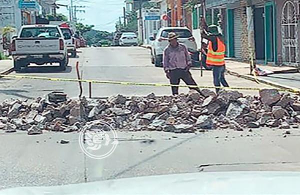 Cierran calles por obras públicas en Acayucan