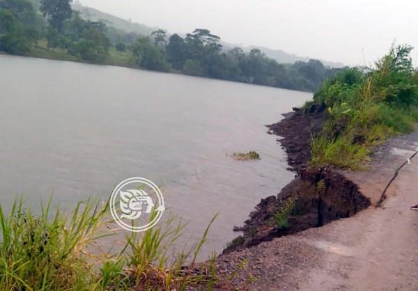 Corriente del Uxpanapa deslava camino en el sur de Veracruz