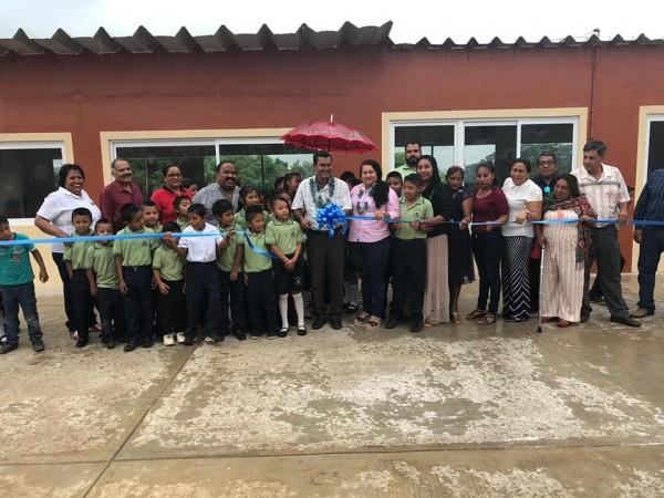 Impulsa Andrés Valencia mejora educativa en San Juan