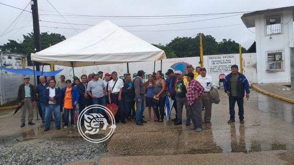 Se manifiestan trabajadores de la ex fertimina; piden liquidación