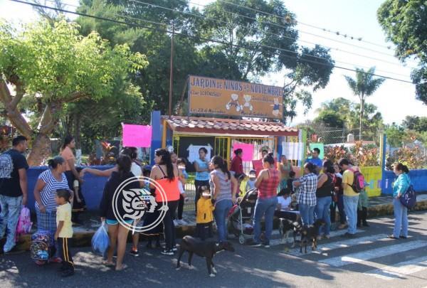 En Córdoba exigen maestra para kínder; toman escuela