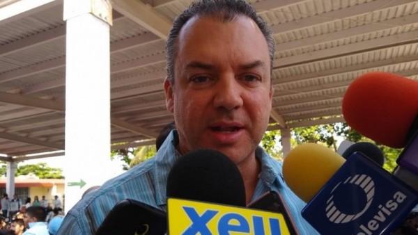 Alcalde de Boca del Río premia a artistas visuales del Museo del Pirata