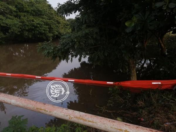 Se extiende mancha de crudo en arroyo de Las Choapas