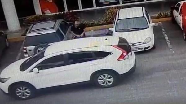 Le roban 88 mil pesos afuera de banco en el Puerto de Veracruz