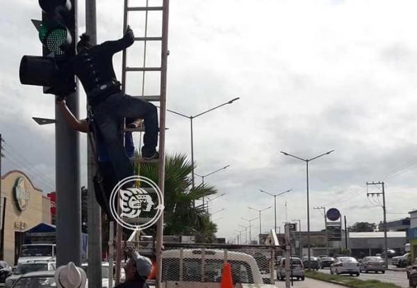 Frentes Frios 8  y 9 dañaron semáforos en Minatitlán