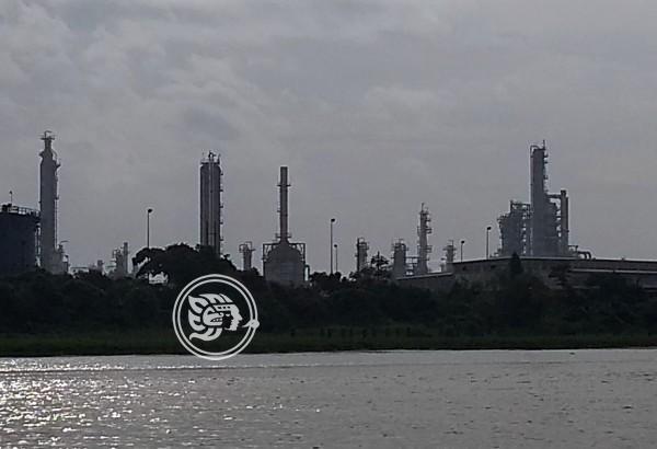 Industriales anhelan pagos de Pemex en Minatitlán