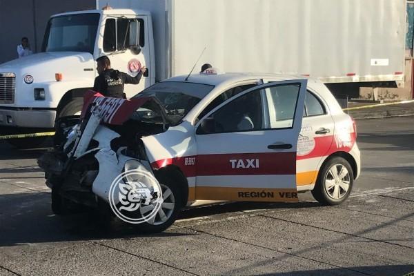 Taxista muere tras impactarse con una camioneta