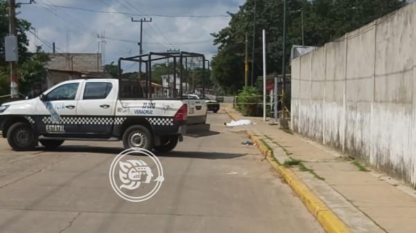 Reclaman cadáver del sujeto baleado en Cosoleacaque