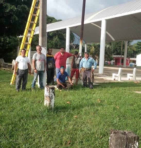 Moderniza Saúl Reyes alumbrado público de Texistepec