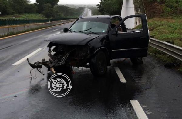 Estudiante se accidenta en camioneta rumbo a la caseta de Acayucan