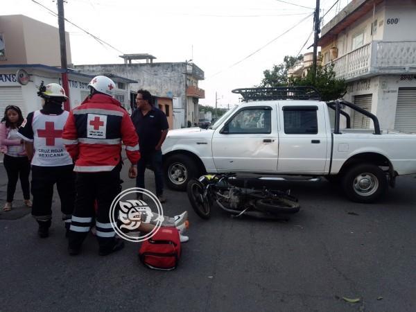 Aparatoso accidente deja a un motociclista lesionado